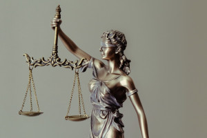 Sąd: zakład karny winny paradontozy
