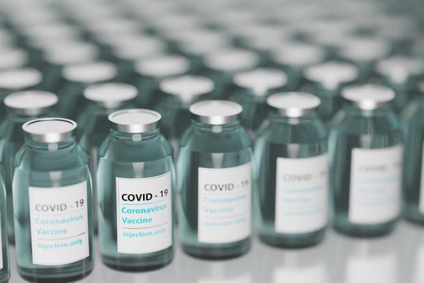 Francja: dentyści będą szczepić  przeciwko Covid-19