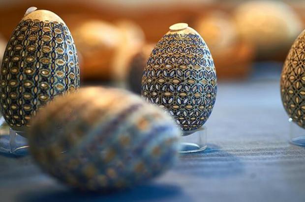 Jaja wielkanocne pisane wiertłem stomatologicznym