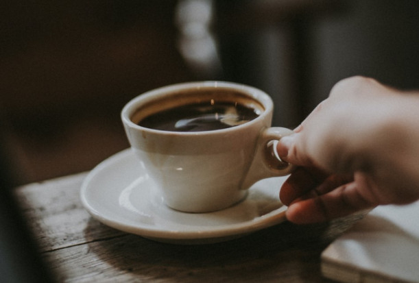 Jak chronić zęby przed kawą?