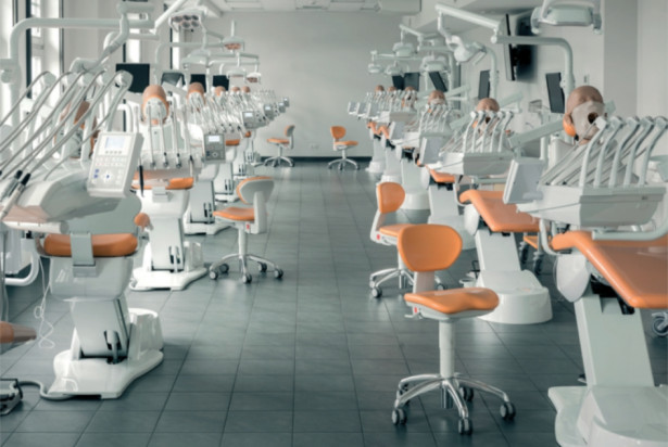 ŚUM: wirtualne zajęcia studenta stomatologii