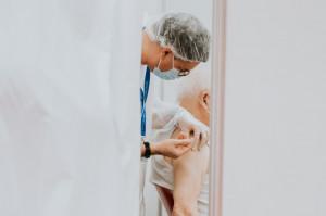 Prof. Horban: obowiązek szczepień przeciw COVID-19 - do rozważenia