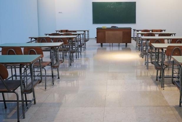 Gabinety stomatologiczne w szkole (te co przetrwały) wracają do pracy