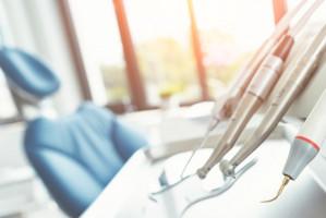 MDR za progiem: producenci i dystrybutorzy urządzeń medycznych a praktyka stomatologiczna