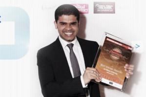 Dentysta zbiera fundusze na walkę z COVID-19 w Indiach