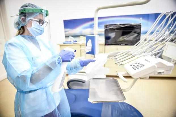COVID-19: dentyści bezpieczni, u dentysty bezpiecznie