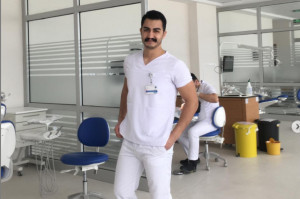 Dentysta sam usunął sobie ósemkę, w przerwie między pacjentami