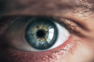 Neurologiczne zmiany na powierzchni oka u chorych z długim COVID-19