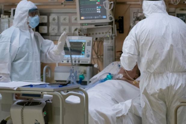 Zgon na COVID-19 osoby zaszczepionej pełną dawką szczepionki