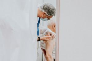 Mniej skuteczne szczepienia przeciwko COVID-19, gdy dominuje wariant Delta