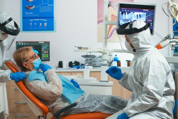 Walijscy dentyści domagają się osłabienia ograniczeń spowodowanych pandemią