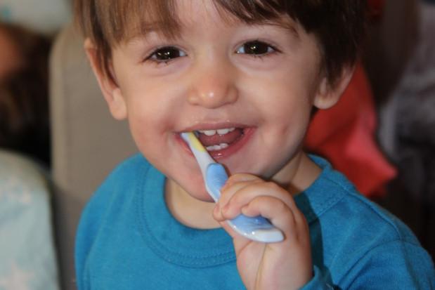 WHO: pasta z fluorem podstawowym lekiem dla dzieci i dorosłych