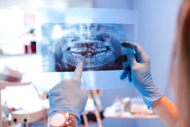 4 miesiące oczekiwania na wizytę u stomatologa
