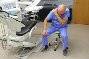 FDI przeszkoli dentystów jak ergonomicznie pracować