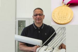 Prof. Mansur Rahnama uhonorowany medalami: Za Długoletnią Służbę i KEN