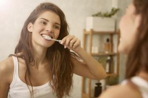 Jak walczyć o mocne szkliwo zębów?